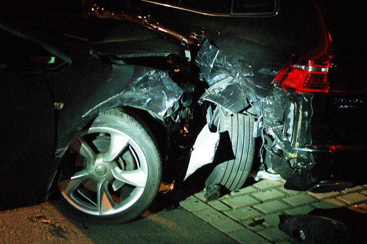 An beiden Wagen entstand erheblicher Schaden.