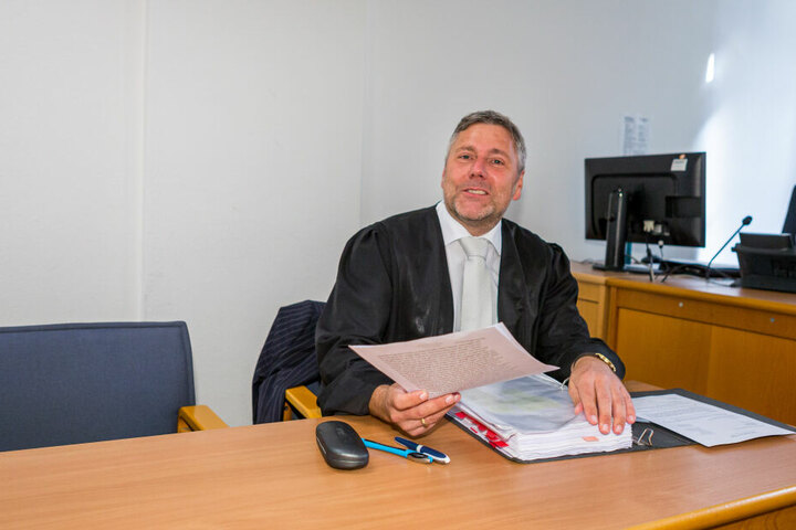 Strafverteidiger Curt-Matthias Engel - sein Mandant erschien erneut nicht vor Gericht.
