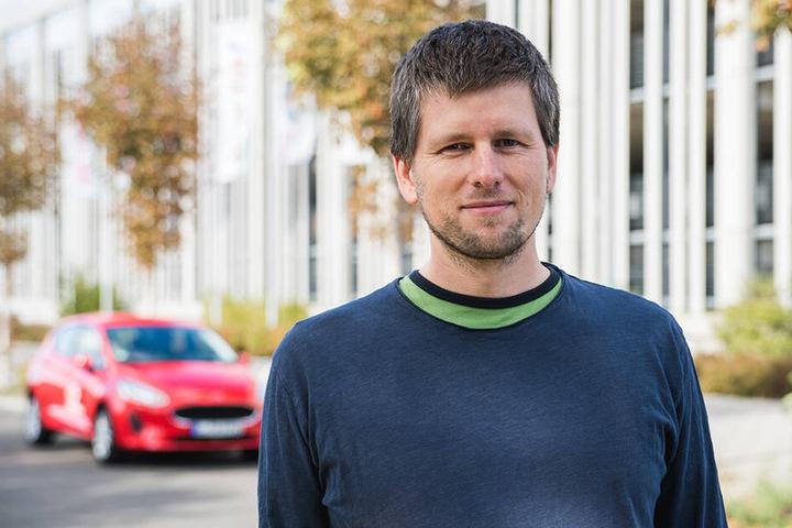 """Torsten Bähr (41), Geschäftsführer von """"teilAuto"""", hat in Chemnitz derzeit 38 Fahrzeuge am Start."""