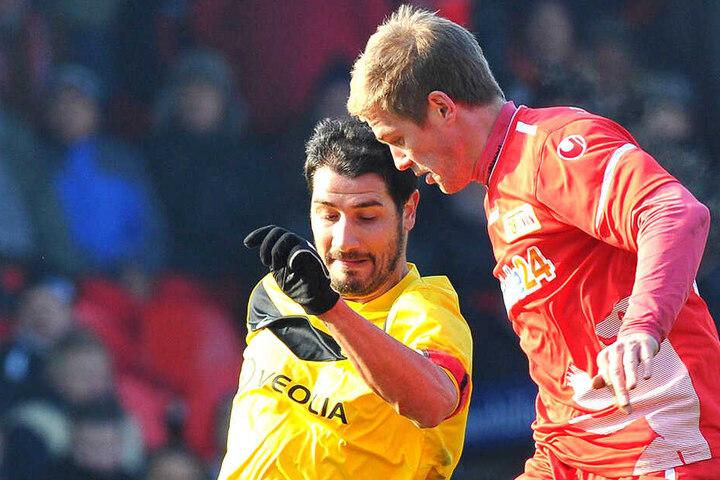 Saison 2011/12: Cristian Fiel (l.) als Dynamo-Spieler im Zweikampf mit dem damaligen Unioner Simon Terodde.