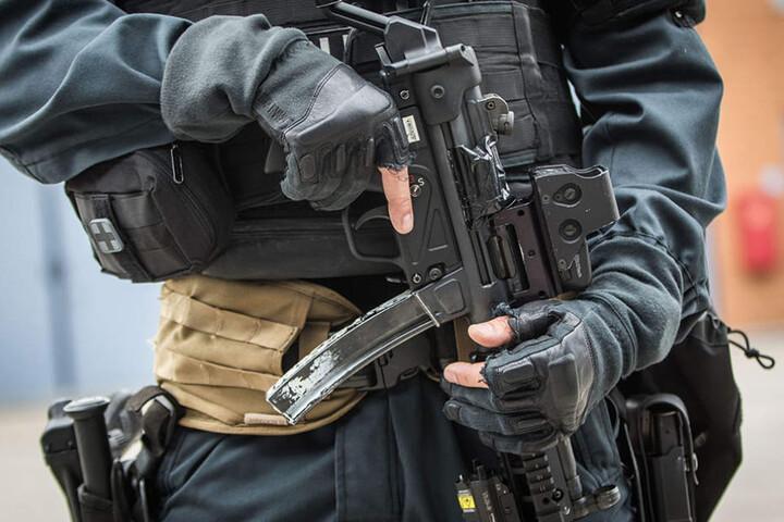 Sollte es zu einem Terror-Angriff mit Sturmgewehren kommen, ist die Berliner Polizei laut Burkard Dregger nicht genügend ausgerüstet. (Symbolbild)
