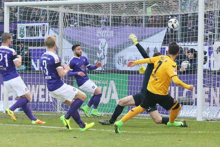 Ganze 12 Spiele hat Dynamo gegen Dauergegner Aue hinter sich.