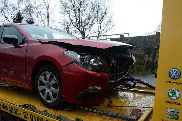 Die Unfallfahrerin übersah den Mazda, als sie abbiegen wollte.