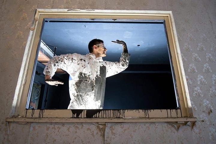 Der Weimarer Künstler Dennis Serikow (36) war mit einer Performance Dance-Magie auf der ibug dabei.
