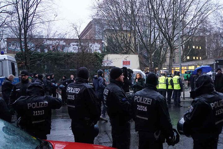 Polizei: Ruhige Nacht vor Schulräumung in Kreuzberg