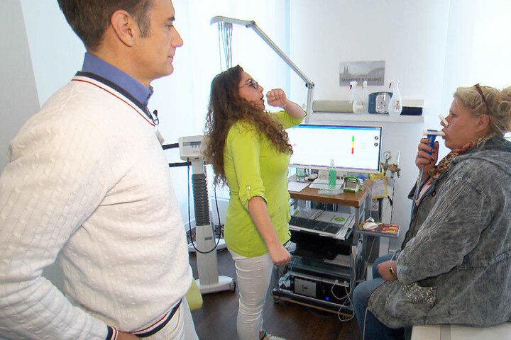 Silvia nimmt sich da zu Herzen und willigt ein, einen Arzt aufzusuchen.