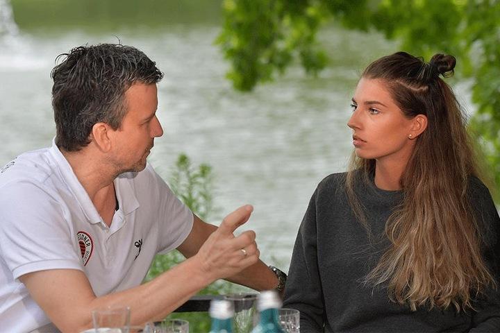 DSC-Chefcoach Alex Waibl und Neuzugang Nikola Radosova im angeregten Gespräch.