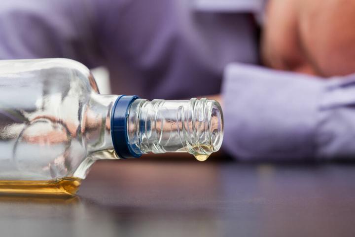 Der Mann hatte wohl zu viel Alkohol intus. (Symbolbild)