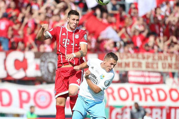 Mit seinen 1,94 Meter ist Bayern-Abwehrmann Niklas Süle (l.) eine echte Kante.