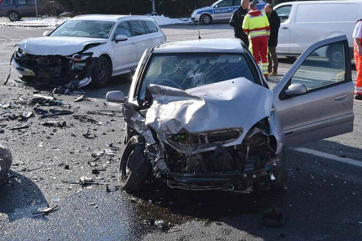Beide Fahrzeuge wurden so stark beschädigt, dass sie nicht mehr fahrbereit waren.