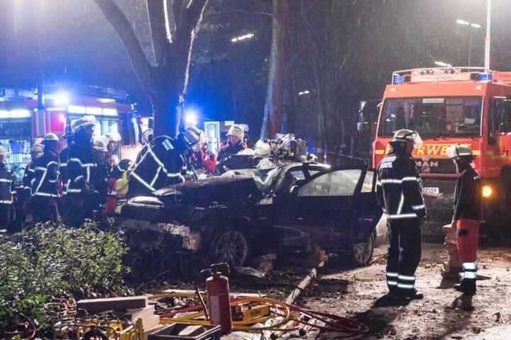 Bei dem illegalen Autorennen wurden sechs Menschen verletzt, zwei von ihnen lebensgefährlich.