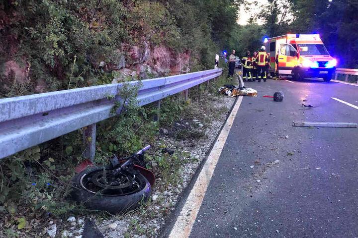 Das Motorrad wurde durch die Wucht des Aufpralls entzwei gerissen.