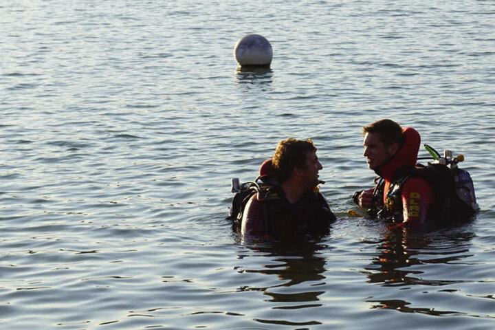 Auch Taucher suchten das Gewässer ab.
