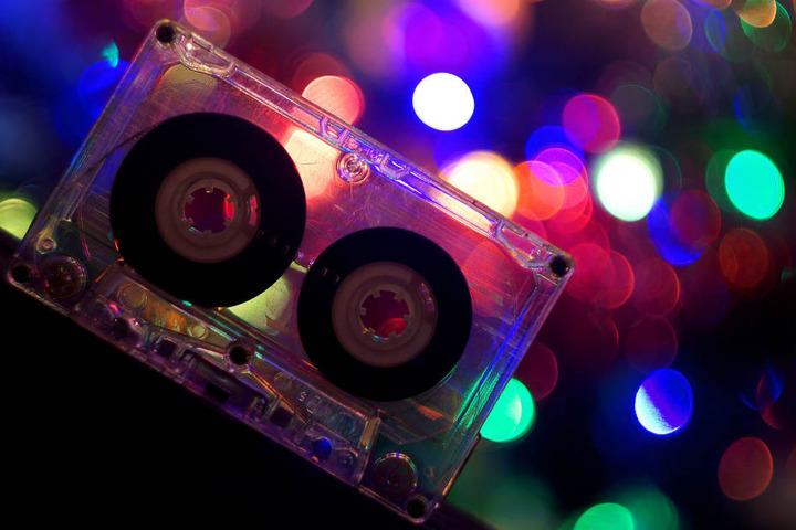 Auf der Retro Clash Party buhlen Pop, Rock, Dance & Hip-Hop Glanznummern & Jugendsünden um die Gunst des Publikums! (Symbolbild)