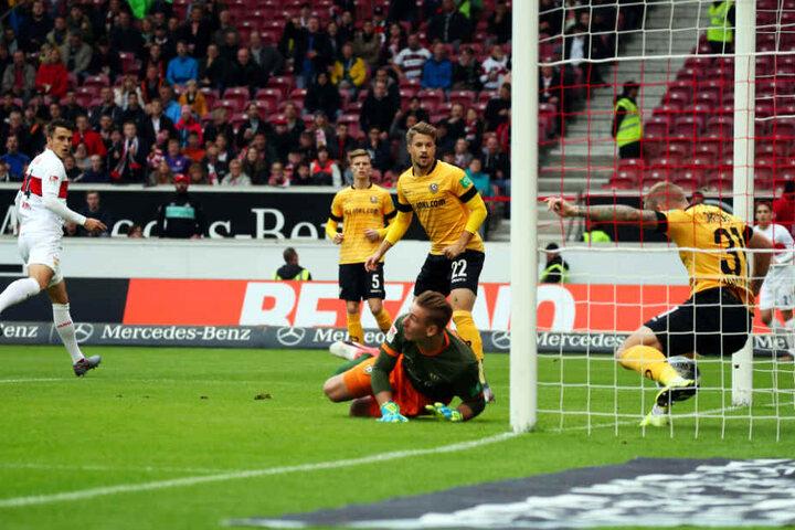 Mit einem Hühnerhaufen als Abwehr vor sich verlor auch Kevin Broll (M.) mal die Orientierung und den Ball kurz aus dem Blick.