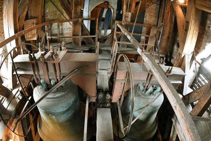Die Aufhängung der vier Glocken sowie die Antriebstechnik müssen ausgetauscht werden.