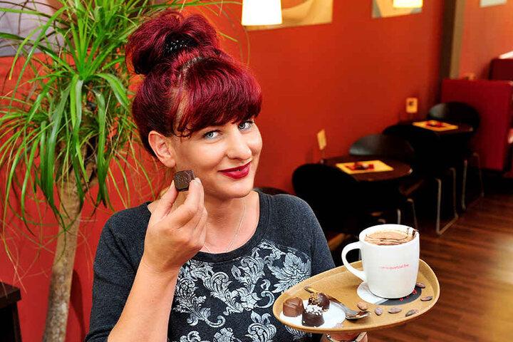 Kerstin (44) serviert in der Schokoladenbar kleine Glücklichmacher.