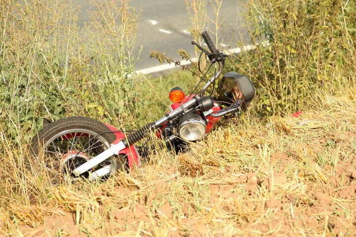 Der Fahrer schleuderte in ein Feld, starb im Krankenhaus.