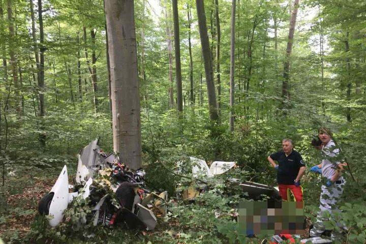 Das Flugzeug, das bei Nürtingen nahe Esslingen abgestürzt war.