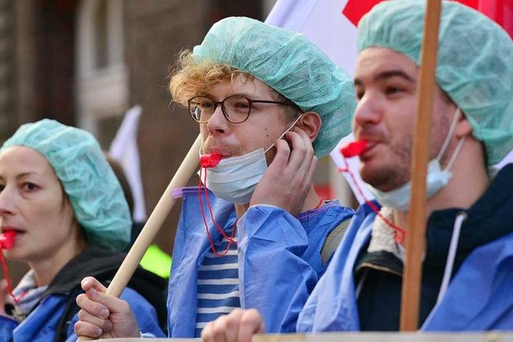 Pfleger während einer Protestveranstaltung am Montag in Berlin.
