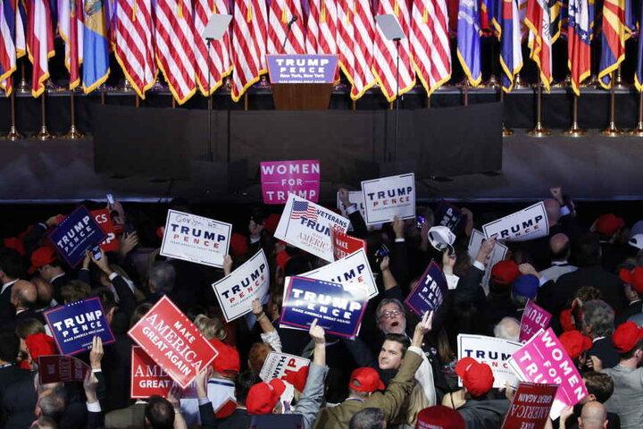 Die Trump-Anhänger feiern.