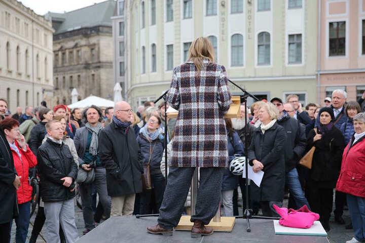 Die Dresdner Kulturbürgermeisterin Annekathrin Klepsch (39, Linke) sprach zur Einweihung ein paar eröffnende Worte.