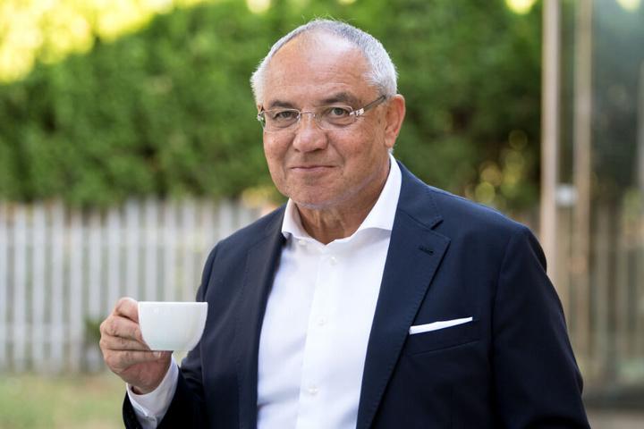 Bis die Antwort aus Schottland kommt, heißt es zunächst einmal: Ruhig bleiben und Tee trinken.