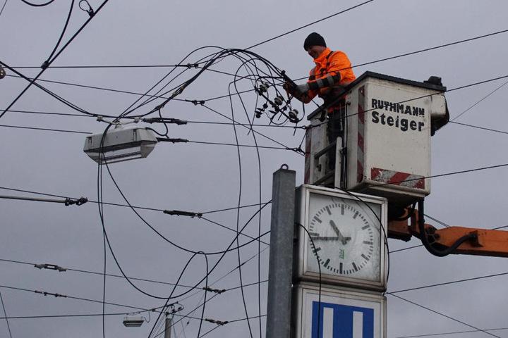 Auch Oberleitungen verschonte der Sturm in Stuttgart nicht.
