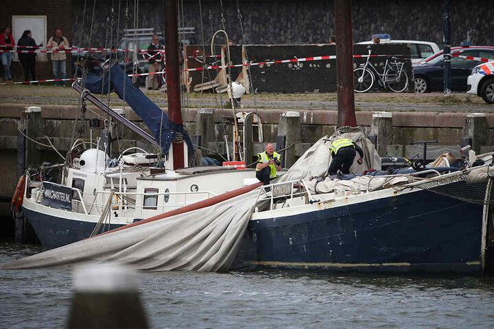 Zu dem Unglück kam es, als ein Teil des Segelschiff-Mastes auf das Deck stürzte.