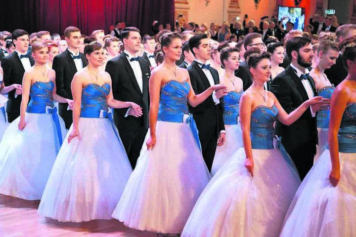 Die Debütanten 2017. Im nächsten Jahr wird Enya Elstner mit ihnen den  Eröffnungswalzer tanzen.
