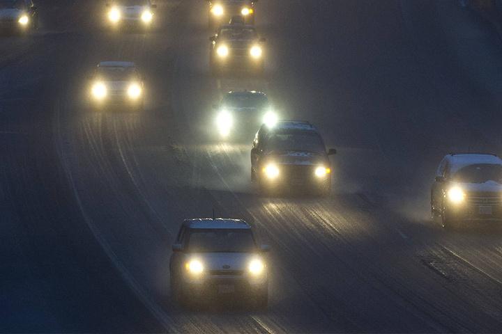Vorsicht vor Neuschnee und Eis auf den Straßen.