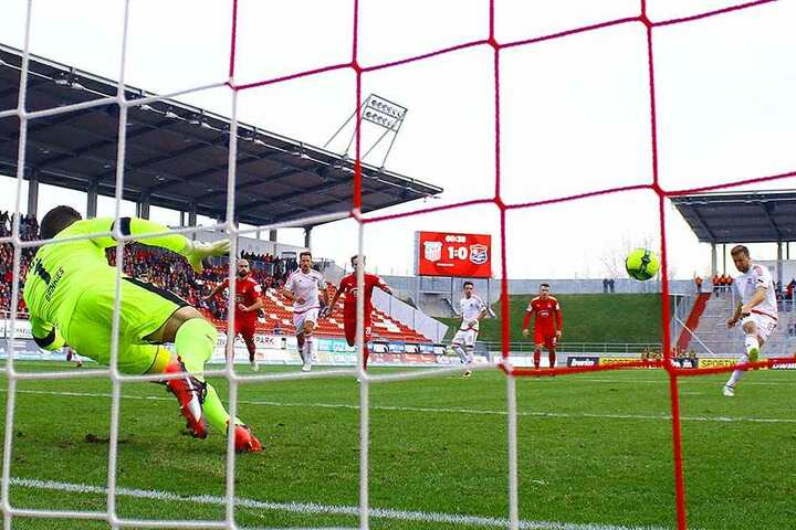 FSV-Keeper Johannes Brinkies hatte beim selbstverschuldete selbstverschuldeten Elfer gegen Stephan Hain keine Chance - das 1:1.