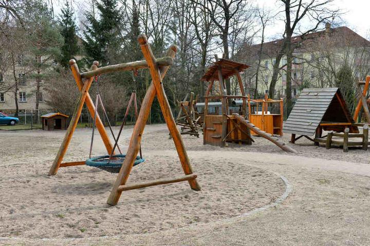Der Spielplatz mit Kletterbereich an der Kindertagesstätte.