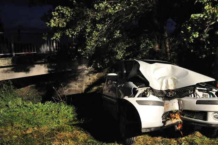 Der Hyundai erlitt einen Totalschaden.