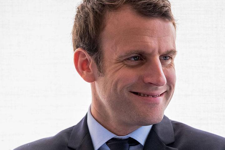 Emmanuel Macron liegt laut einer aktuellen Umfrage vorn.