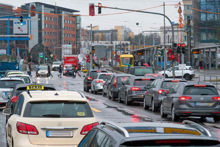 Der Verkehr wird dichter und verwirrender - viele Autofahrer sind überfordert.