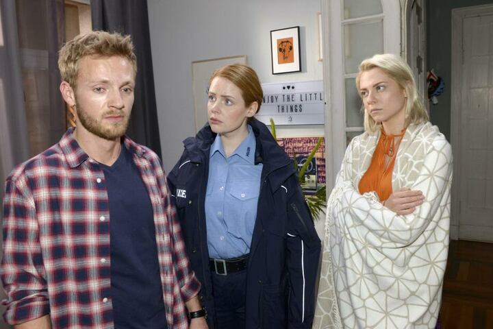 Emily wurde entführt! Paul, Toni (m.) und Sunny machen sich riesige Sorgen.