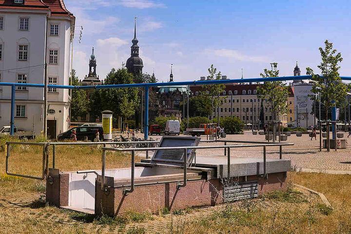 Der unscheinbare Eingang zur Trafo-Station am Postplatz - in dieser und 52 weiteren Anlagen wird der Strom ins DVB-Leitungsnetz eingespeist.
