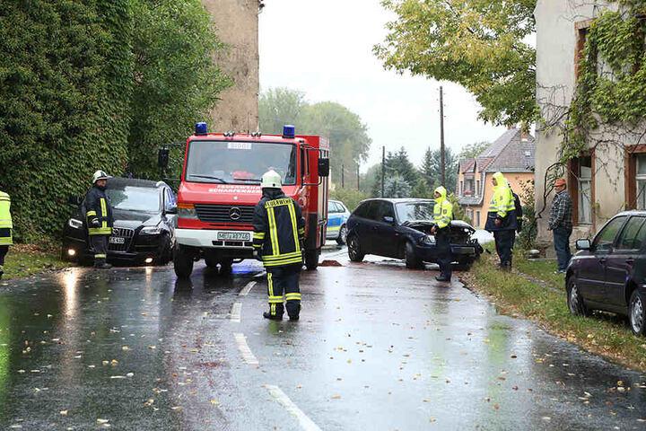 Polizei, Rettungswagen und Feuerwehr im Einsatz auf der B6.