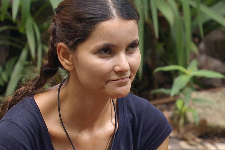Krawall-Kattia (BERÜHMT durch den BACHELOR) meint noch immer, sie sei Single. War das Grund, dass sie rausflog?