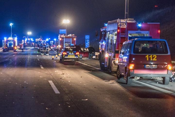 Bei dem Unfall wurden sieben Menschen verletzt.