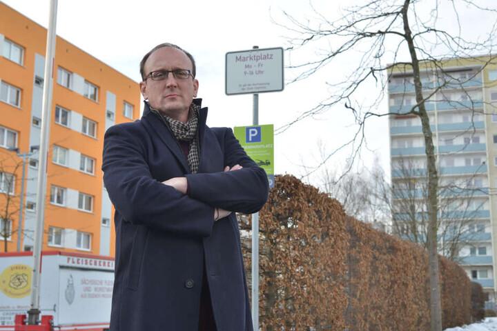SPD-Stadtrat Jörg Vieweg (47) kämpft für den Erhalt der kleinen Wochenmärkte - auch am Ikarus in Helbersdorf.