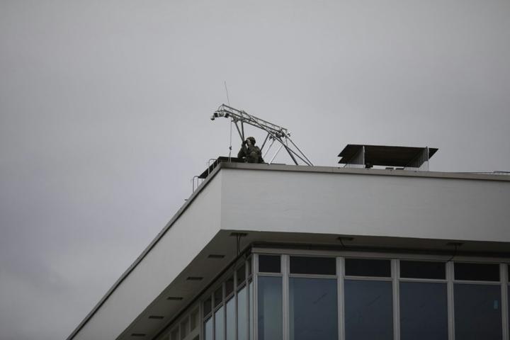 Scharfschütze auf dem Kulturpalast.