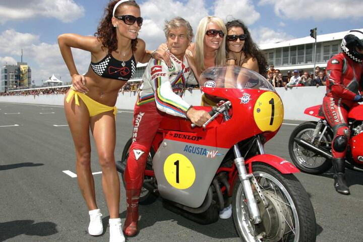 Heiße Kurven für heiße Öfen: Der ADAC sucht ab sofort wieder Grid Girls für die Sachsenring Classic.