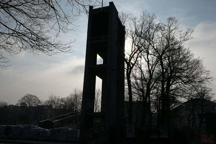 Von der alten Probsteikirche ist nur noch der Glockenturm übrig geblieben. Er steht unter Denkmalschutz.