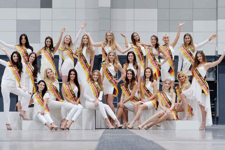Im Finale Ende Februar müssen sich die Kandidatinnen im Abendkleid und in Bademode der Jury präsentieren.