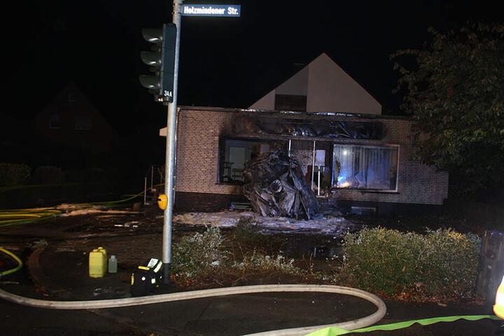 Der Mann verbrannte im Wagen, für ihn kam jede Hilfe zu spät.