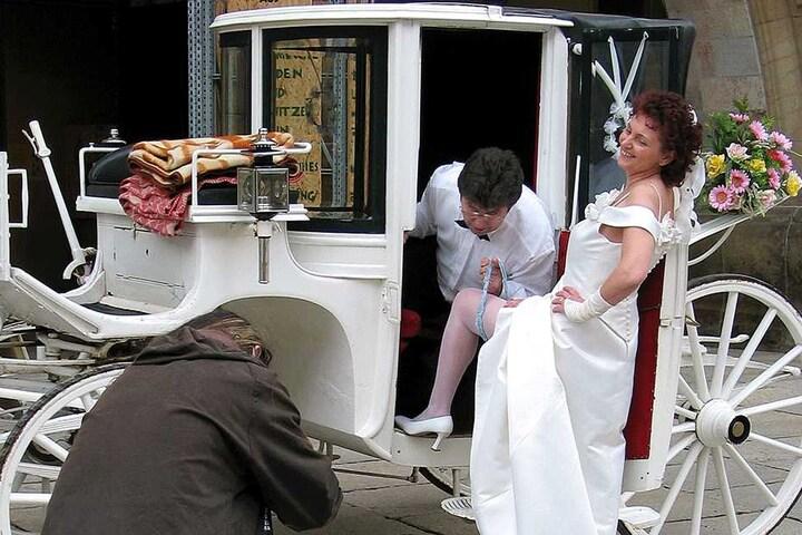 Zur Hochzeit mit seiner Angela (58) rollte der schillernde Bäcker stilecht mit einer weißen Kutsche zum Standesamt und zur Kirche.