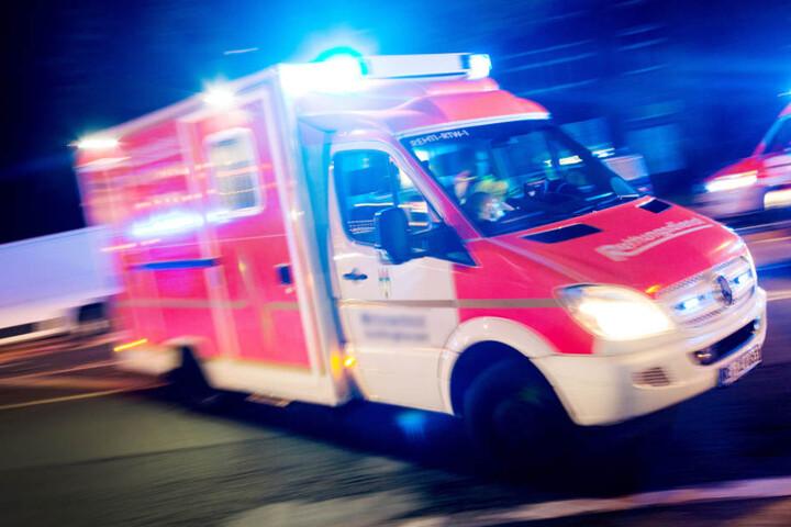Ein 19-Jähriger starb noch an der Unfallstelle. (Symbolbild)