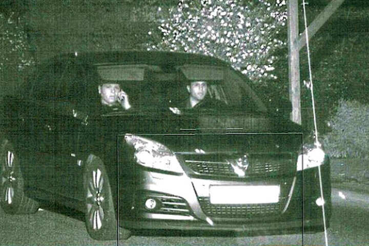 Auch nach den Insassen dieses britischen Fahrzeugs fahndet die Polizei im Zusammenhang mit dem Diebstahl.